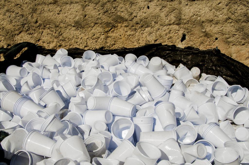 Poubelle de gobelets en plastique